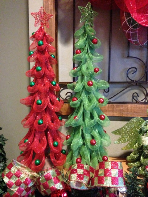 ideas for decorating your christmas tree with deco mesh