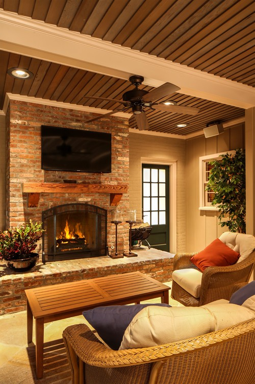 DECORATING A MANTEL WITH A TV ABOVE
