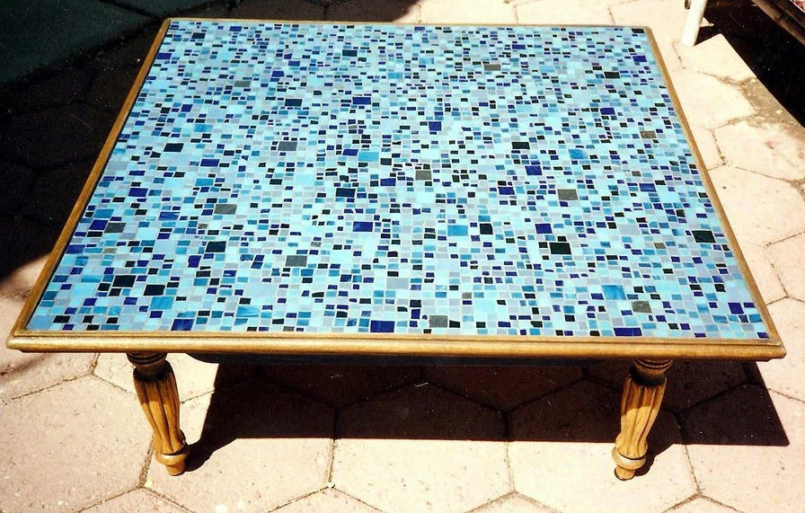 round mosaic table top -   Awesome Mosaic Tables Ideas