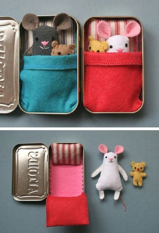 Old Altoid tin -> Cute mouse bed toy