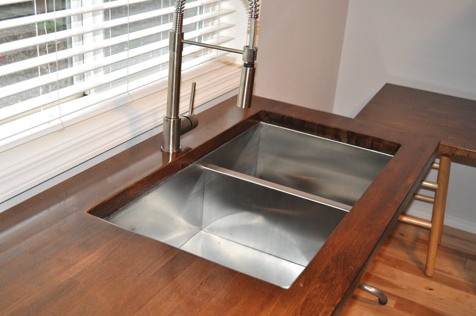 kitchen-island-with-double-bowl-stainless-steel-sink-and-butcher-block-countertop-for-modern-kitchen-decor-idea